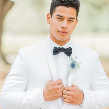 White Shawl Lapel Tuxedo - Image by Simply Korsun Photography